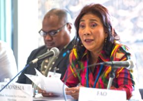 Susi Pudjiastuti vs illegal fishing